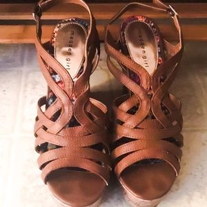 Steve Madden Strappy Wedge (never been worn out!)